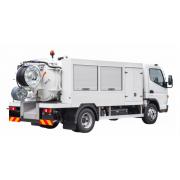 Kompaktný kombinovaný čistiaci a sací voz pre použitie v meste